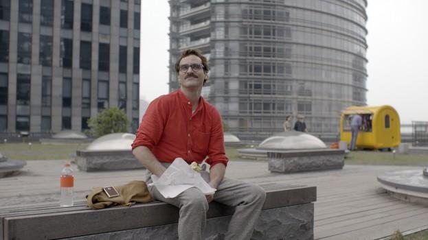 camisa roja de Joaquin Phoenix Her